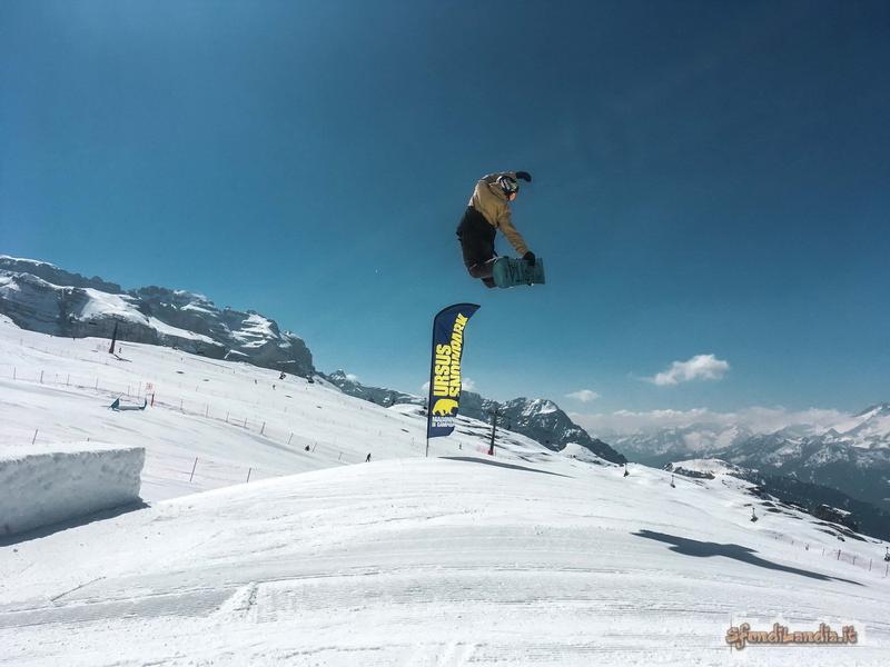 Salto su snowboard