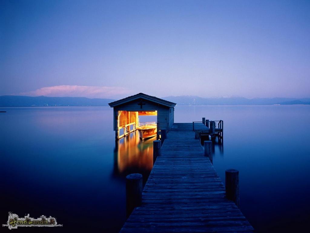 Sfondo gratis di pontile sul lago per for Sfondilandia mare
