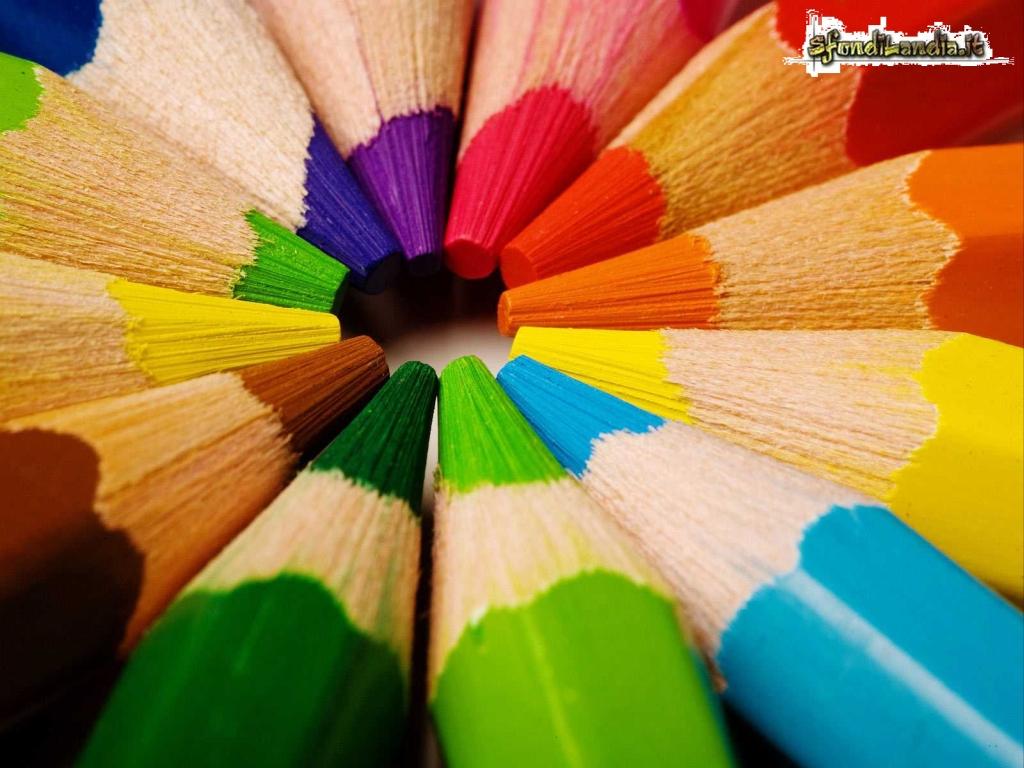 Sfondo gratis di matite colorate per for Sfondi per desktop colorati