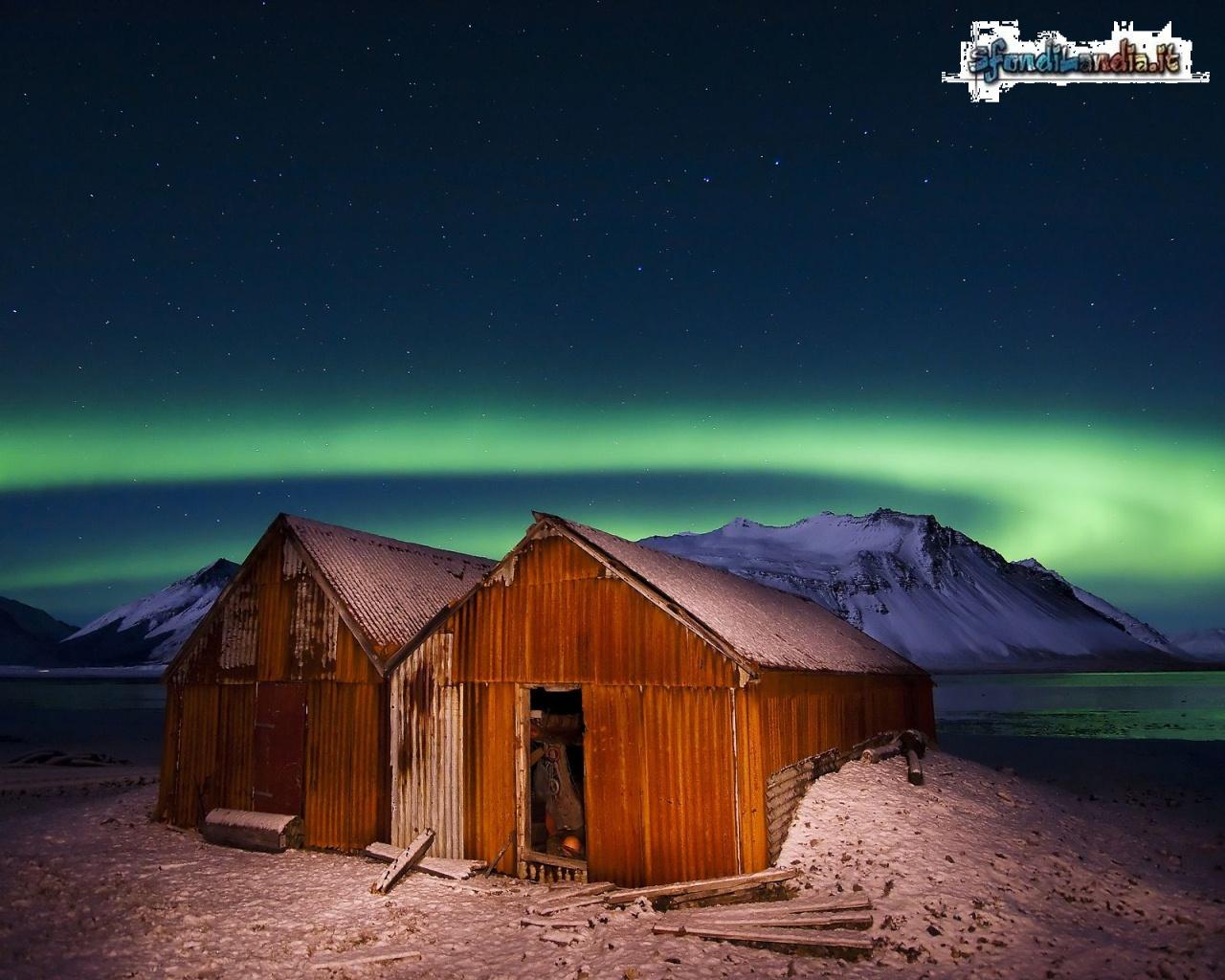 Sfondo gratis di aurora boreale per desktop smartphone for Aurora boreale sfondo