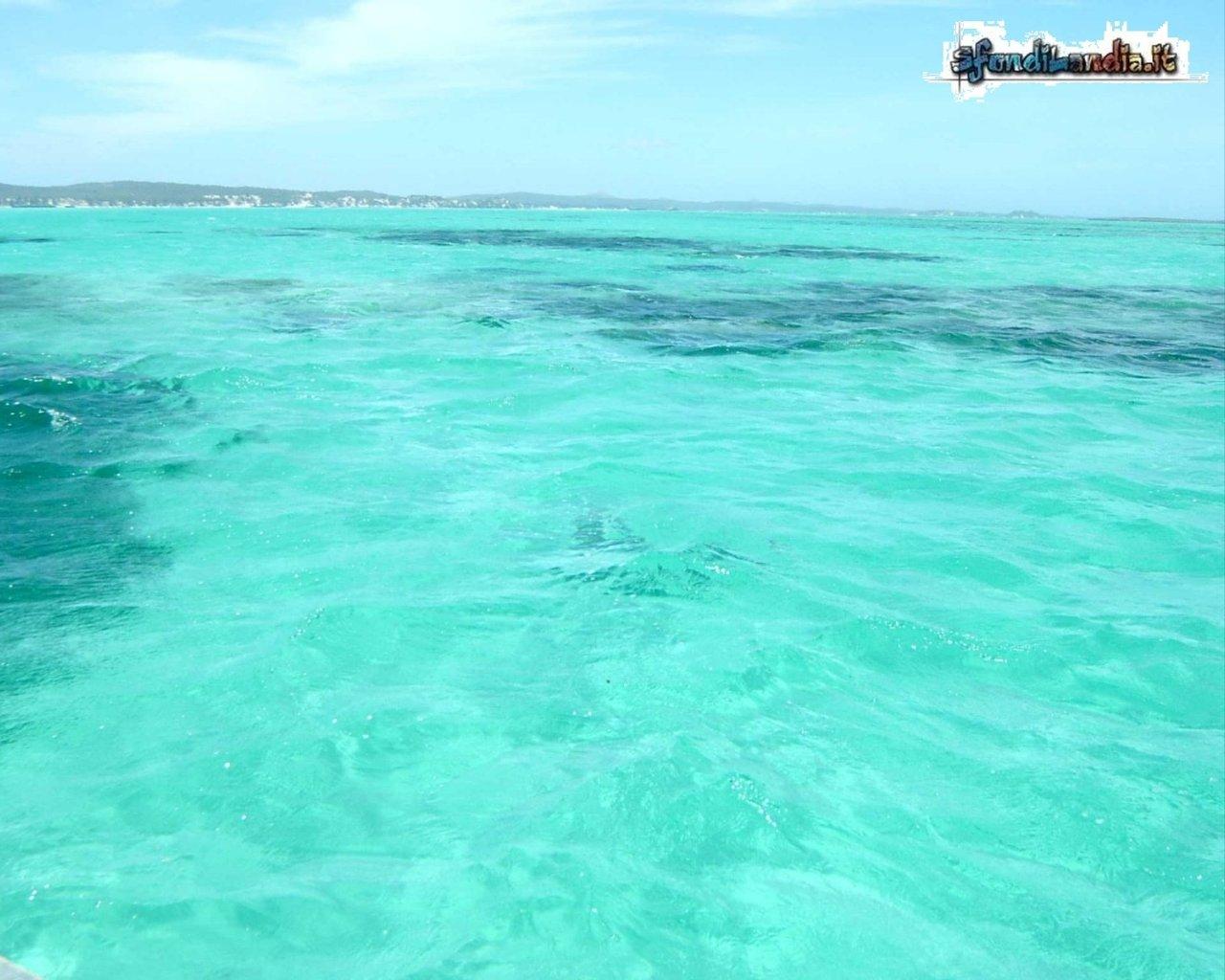 Sfondo gratis di mare smeraldo per for Foto per desktop gratis mare