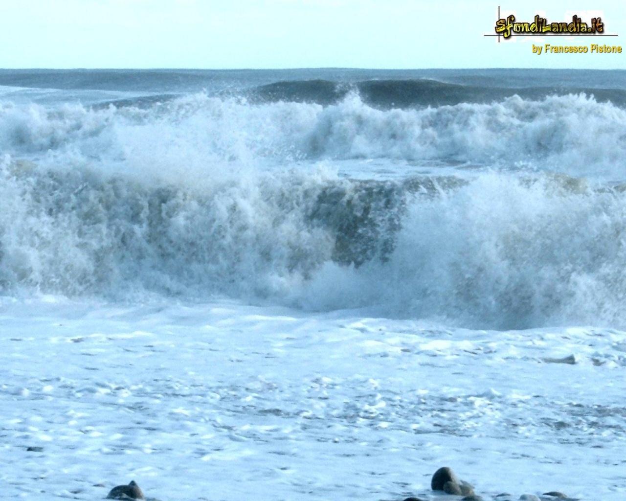 Sfondo mare in tempesta gratis a 1280x1024 per il desktop for Sfondilandia mare