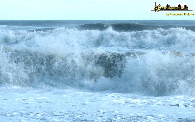 Sfondo mare in tempesta gratis a 1440x900 per il desktop for Sfondilandia mare