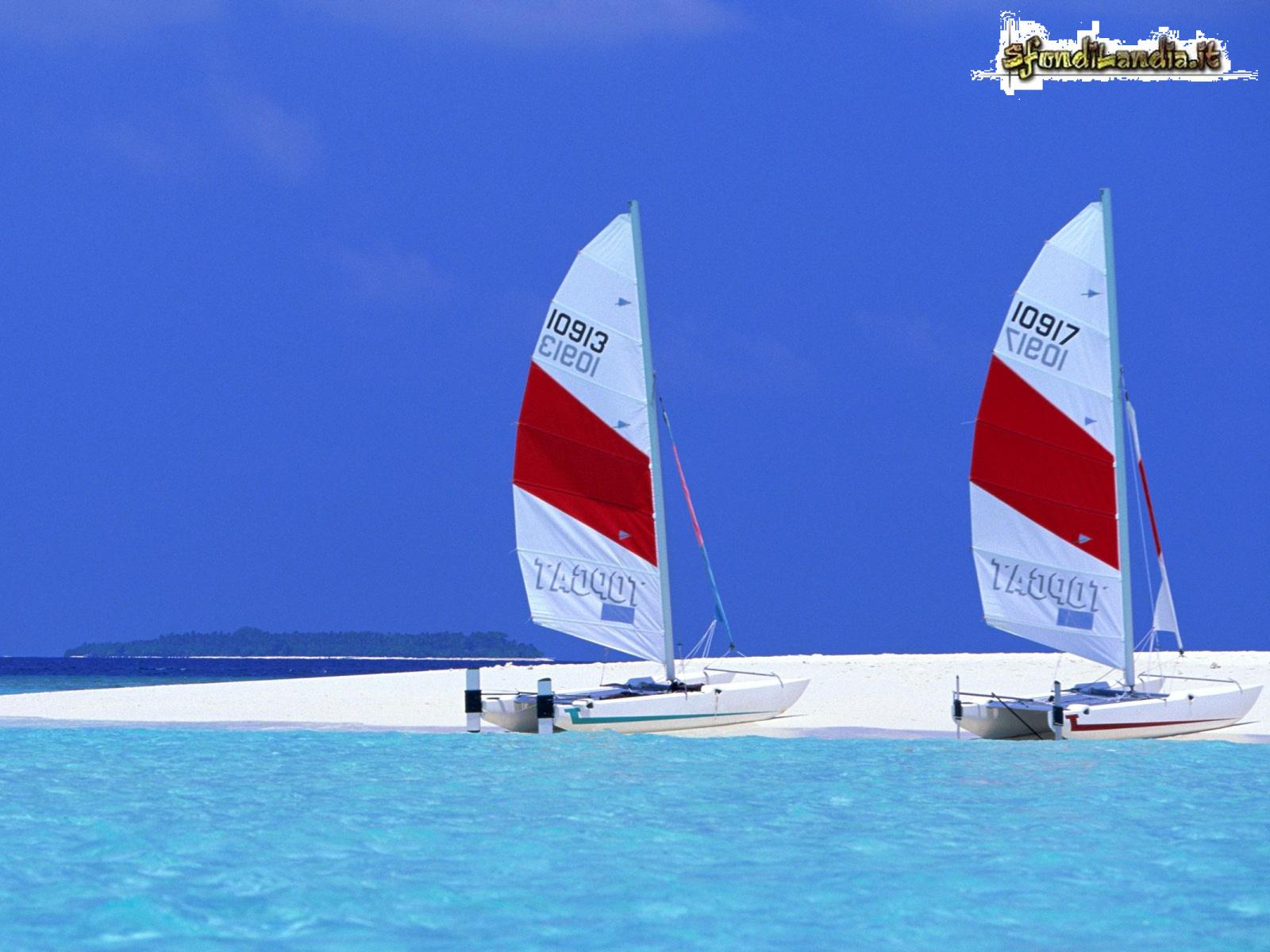 Sfondo gratis di barche in mare per for Sfondilandia mare