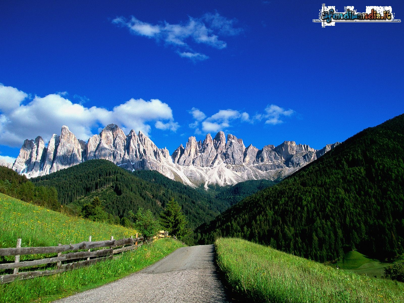 Sfondo gratis di dolomiti per desktop for Foto desktop estate