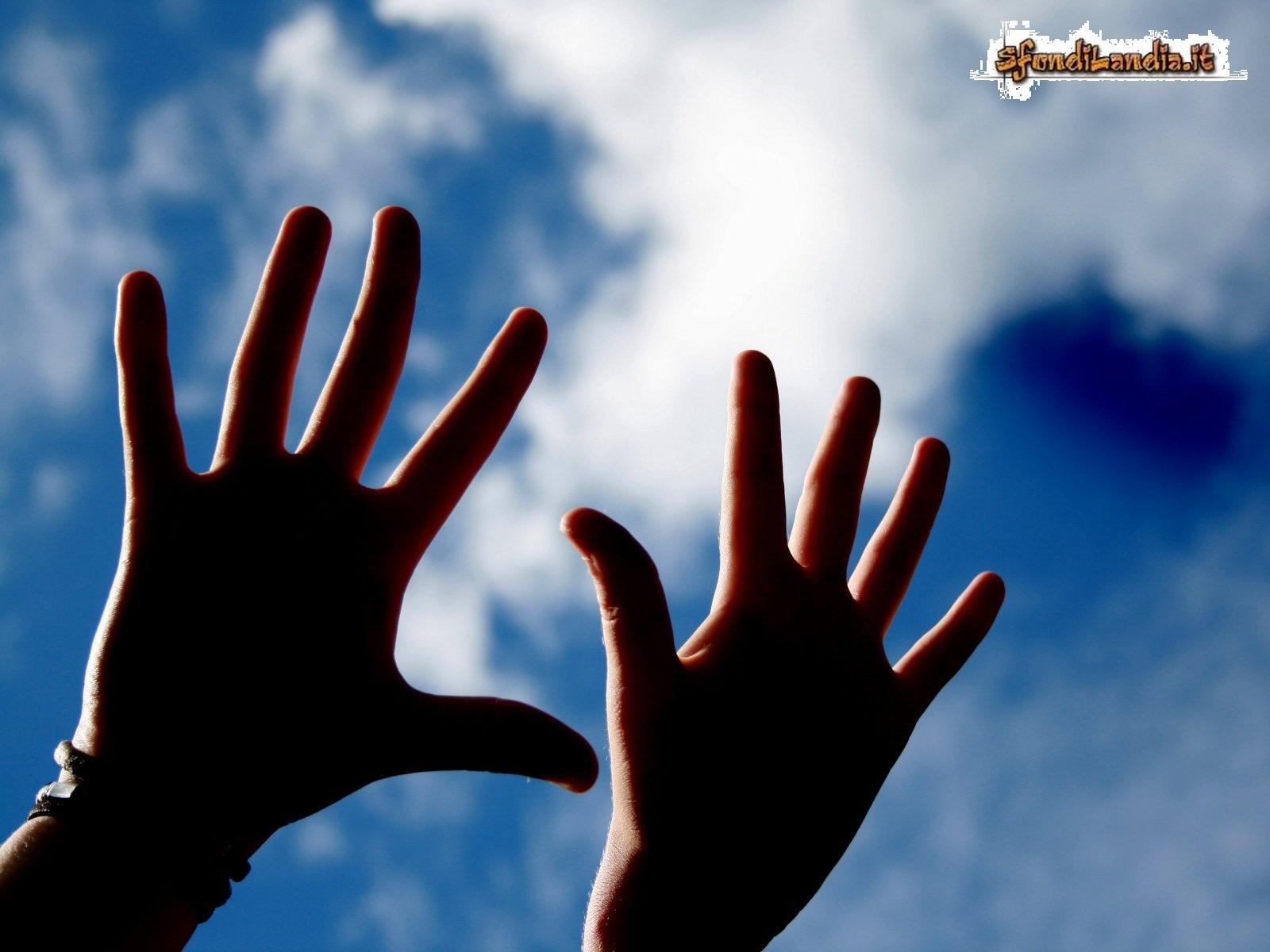 Mani al cielo