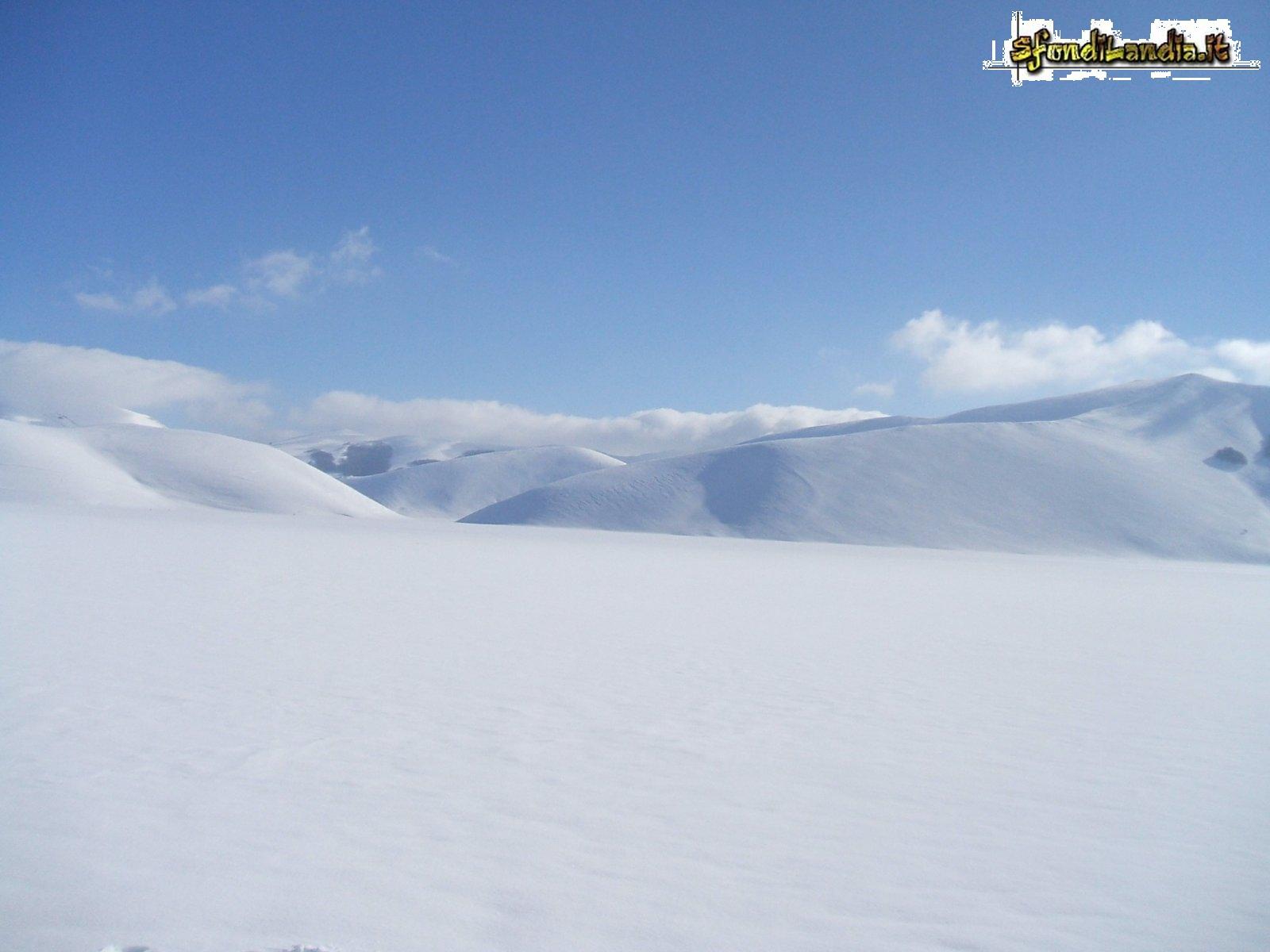 Sfondo gratis di neve al sole per for Sfondi gratis desktop inverno