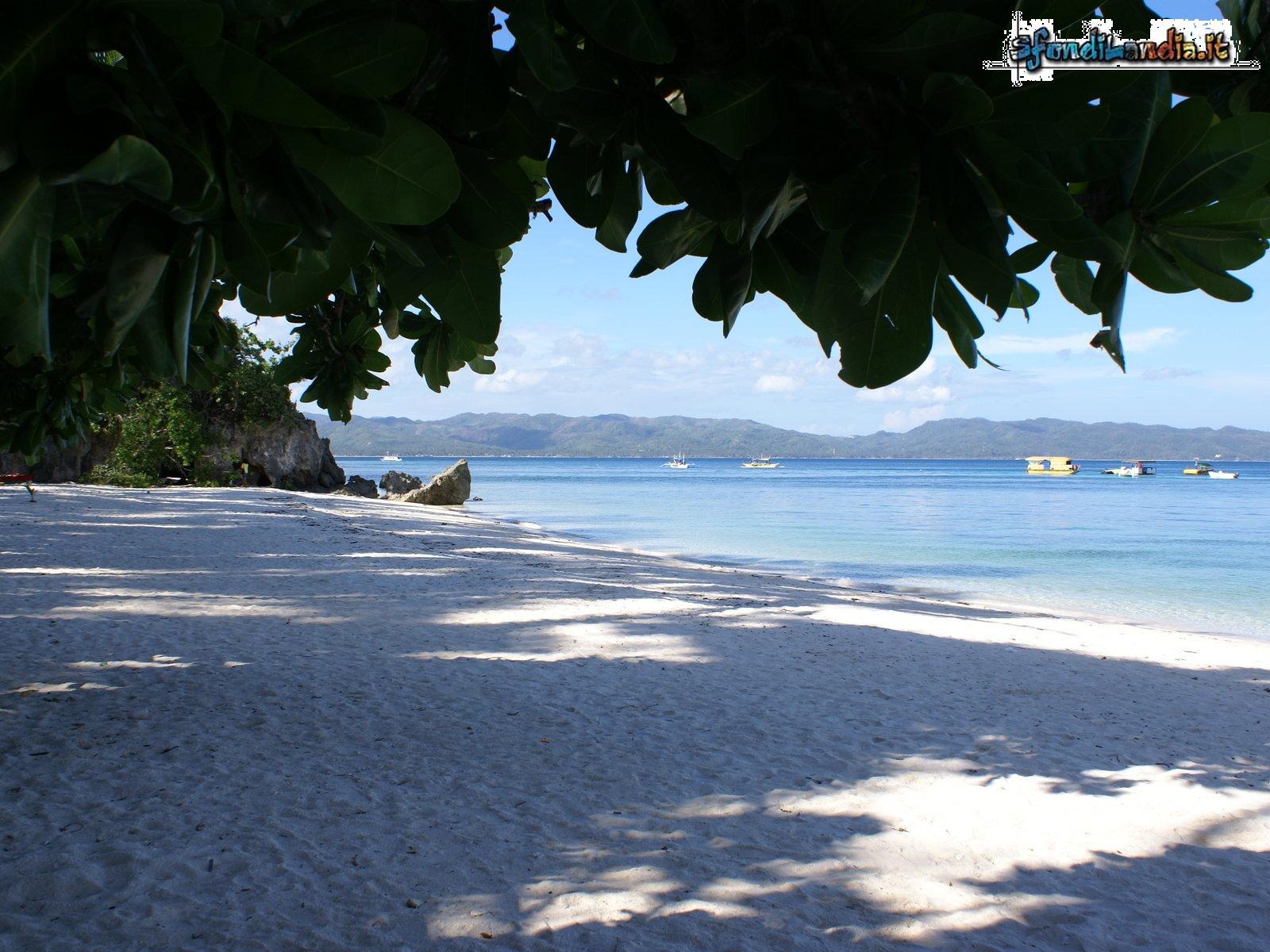Sfondo gratis di spiaggia ombrata per for Sfondilandia mare
