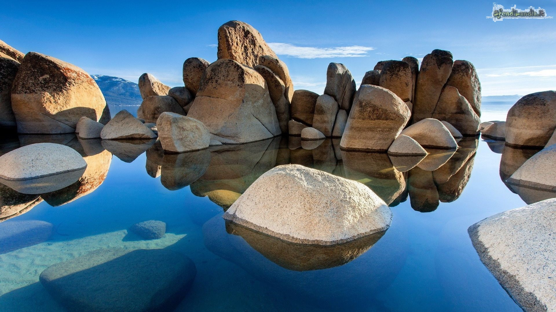 Sfondo gratis di rocky beach per desktop for Sfondi 1920x1080