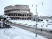 Sfondo: Colosseo innevato