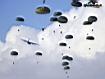 Sfondo: Paracadutisti